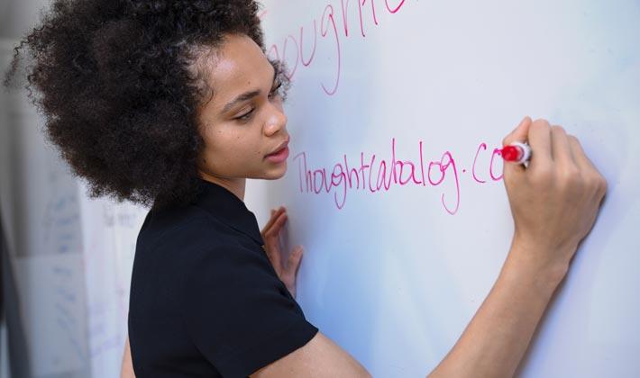 ¿Cómo Prepararse para el Proceso de Certificación como Traductor e Intérprete Oficial del inglés?